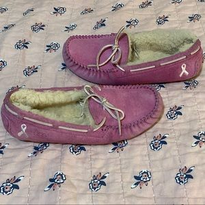 GUC!  UGGS PINK RASPBERRY BREAST CANCER MOCCASINS